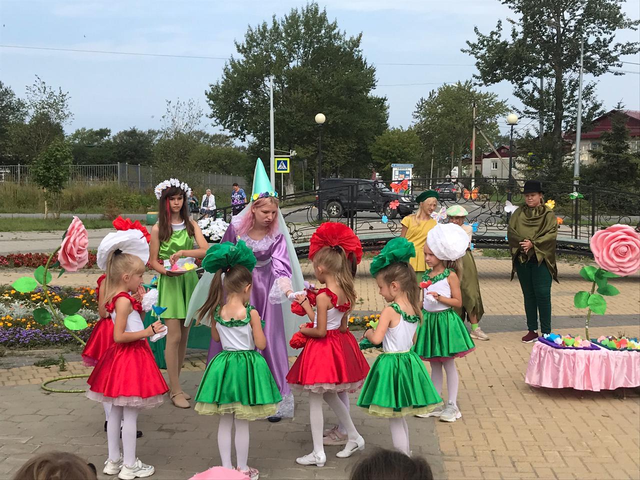Детский экологический праздник «В королевстве цветов»